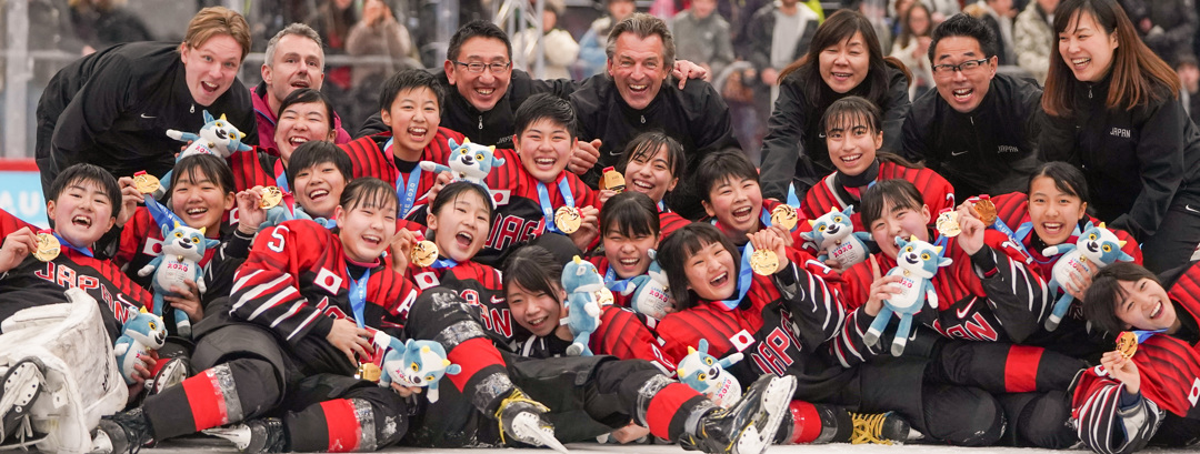 Japan's women celebrate winning ice hockey gold in Lausanne | Photo: IOC Young Reporters